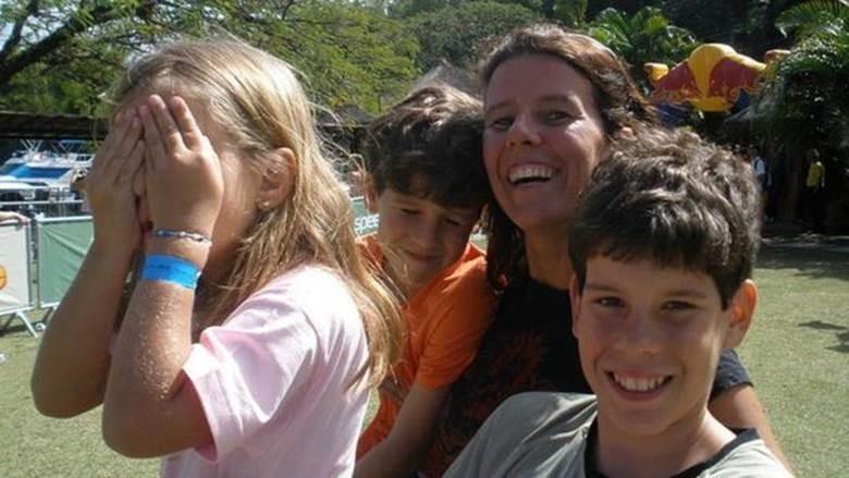 Após diagnóstico de MSA, gaúcha tomou a difícil decisão de separar-se dos filhos, quando a mais nova ainda era bebê (Foto: Arquivo pessoal)
