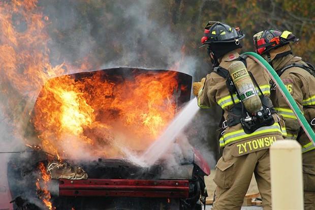 Panes no sistema elétrico são a principal causa de incêndio em veículos (Foto: Reprodução)