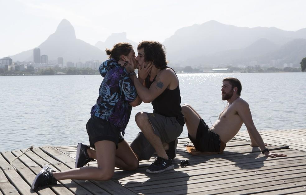 Cibele nem desconfia de que Ruy só pensa em Ritinha — Foto: Fábio Rocha/Gshow