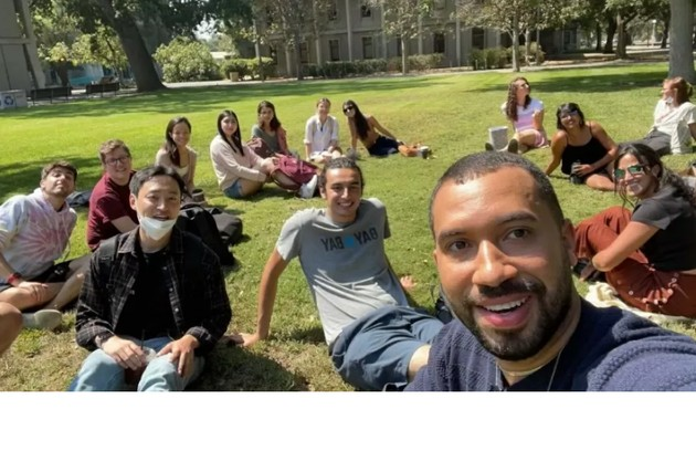 Gil do Vigor com colegas da universidade na Califórnia. Veja outros ex-'BBB's que também foram viver fora do Brasil (Foto: Reprodução)