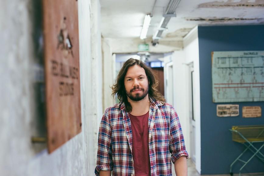 Teago Oliveira, voz da banda Maglore, promove o primeiro álbum solo com última música a entrar no disco - Notícias - Plantão Diário