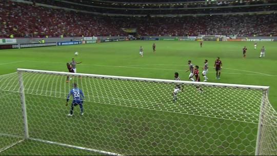 Central do apito analisa lances polêmicos de Fluminense x Flamengo