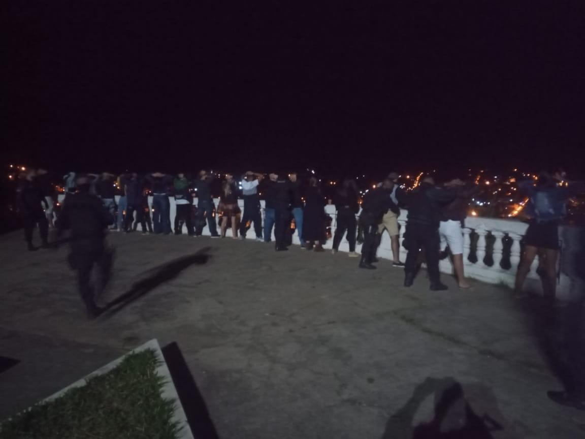 Força-tarefa interrompe aglomeração no Mirante do Cruzeiro, em Valença