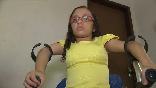Após sofrer 74 fraturas, menina com doença rara nos ossos vai à Justiça da PB por tratamento