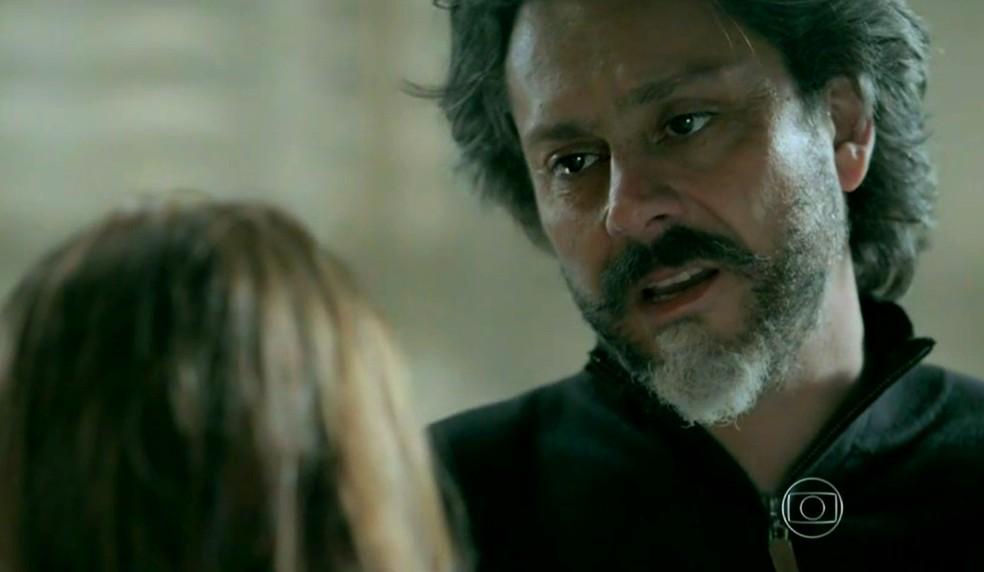 José Alfredo (Alexandre Nero) fala que está decepcionado com Maria Isis (Marina Ruy Barbosa) - 'Império' — Foto: Globo