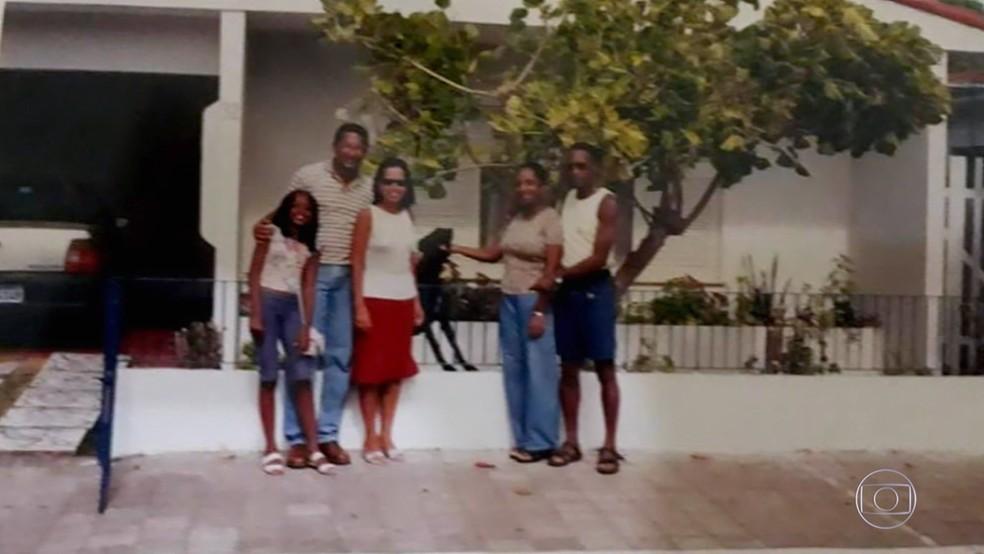 'Visitando o Passado' faz réplica da casa de infância de IZA em Natal — Foto: Globo