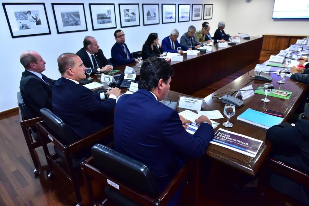 Ministros fizeram reunião no Palácio do Planalto para discutir medidas sobre volta de brasileiros que estão em Wuhan, na China — Foto: Rafael Carvalho/ Casa Civil