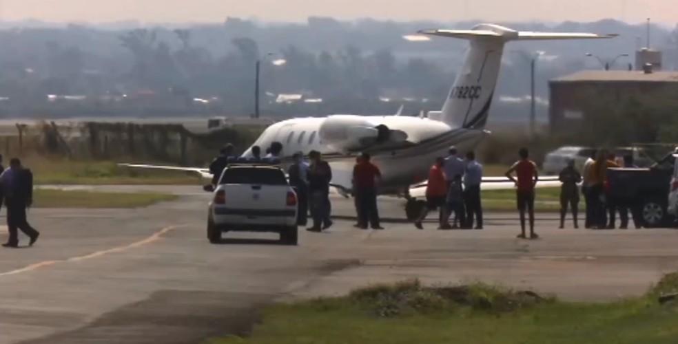 Ronaldinho Gaúcho e o irmão deixaram o Paraguai, nesta terça-feira (25), rumo ao Rio de Janeiro — Foto: ABC TV/Imagem cedida