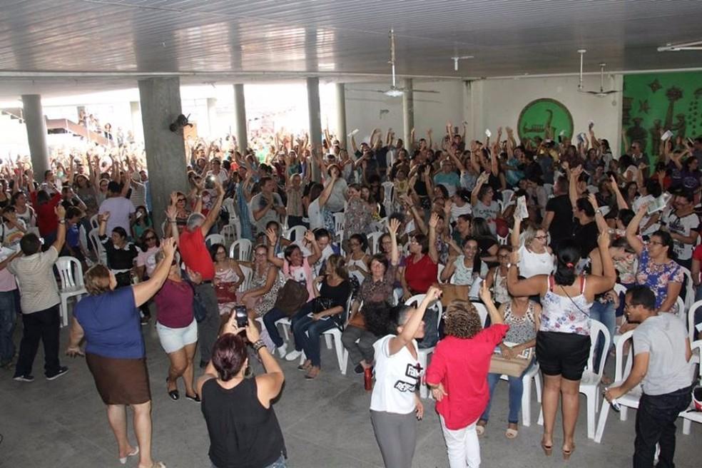 Professores de Natal aprovaram deflagração de greve em assembleia na quarta-feira (21). (Foto: Lenilton Lima/ Sinte)