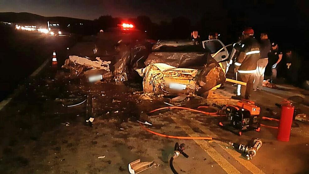 Acidente envolveu um veículo com placas de Caxias do Sul e outro de Pato Branco, no Paraná. — Foto: Polícia Rodoviária Federal/Divulgação