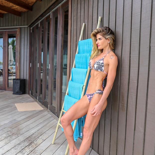 Carol Magalhães exibe silhueta magérrima (Foto: Reprodução/Instagram)