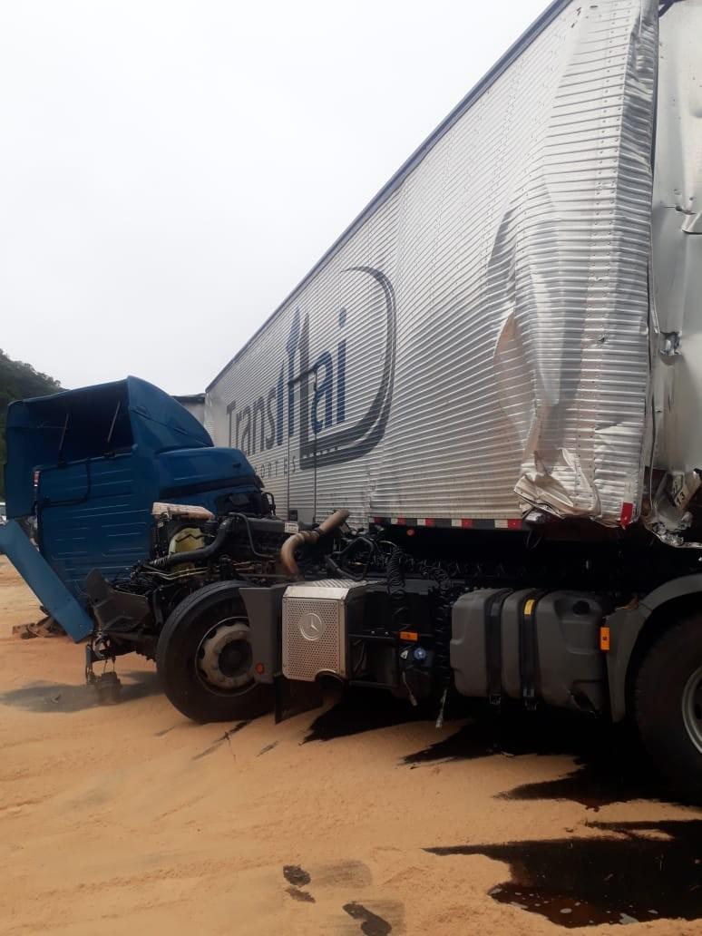 Engavetamento entre seis veículos deixa feridos na rodovia Régis Bittencourt, SP