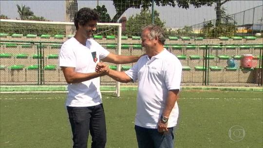 Ex-jogador do CFZ, galã da novela das 18h revê Zico: 'Me formou como homem'