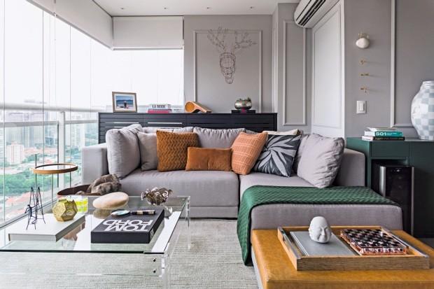 Sofá desenhado pelo MN Arquitetura. Manta da Bed