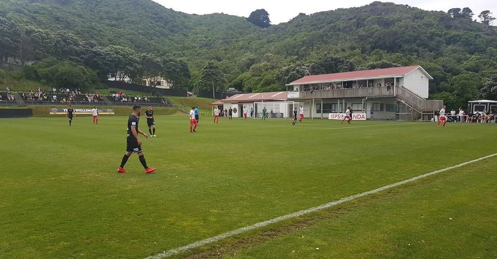 Team Wellington, em campo modesto na Nova Zelândia — Foto: Reprodução / Instagram