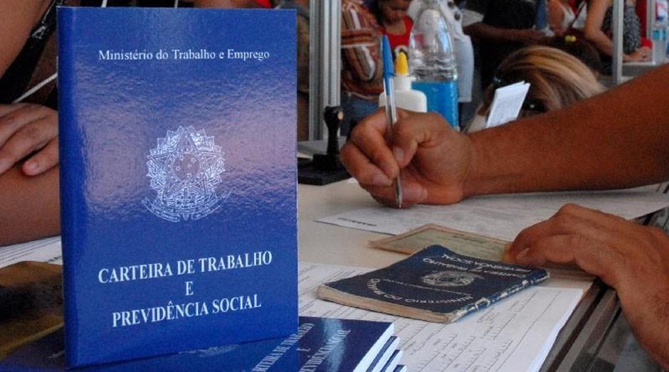 Carteira de trabalho (Foto: Reprodução / Agência Brasil)