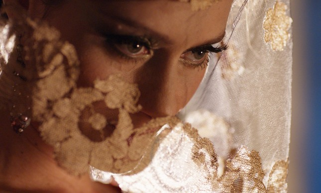 Maria Fernanda Cândido em 'Capitu'