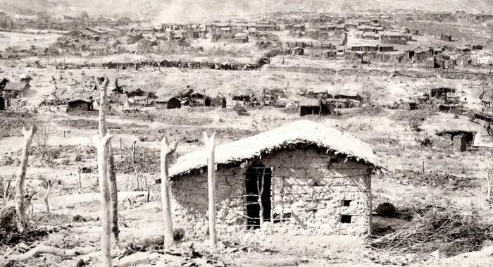 A vila de Canudos, no interior da Bahia, que virou alvo do governo