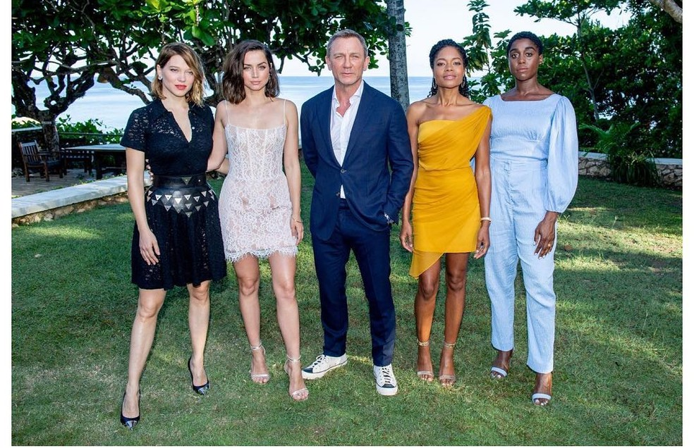 """Elenco de """"Bond 25"""" reunido na Jamaica — Foto: Reprodução/Instagram"""
