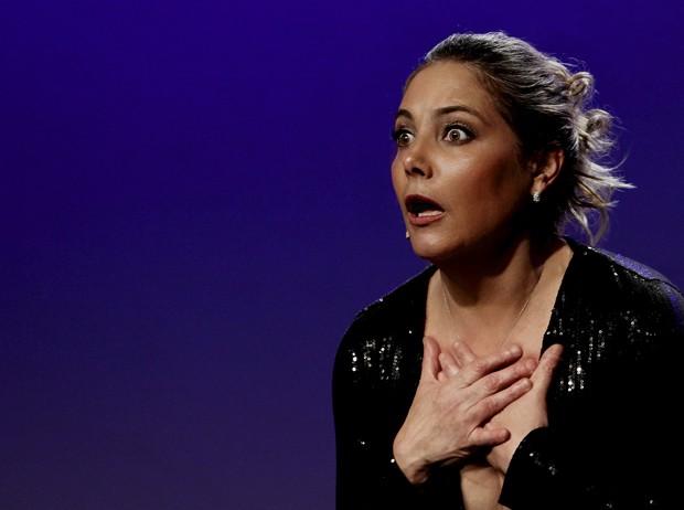 Heloisa Périssé na peça 'E Foram Quase Felizes para Sempre' (Foto: Guta Melgar / divulgação)