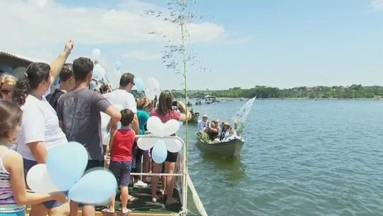 Mais de 80 barcos participam de tradicional procissão a Nossa Senhora Aparecida em rio de Mendonça