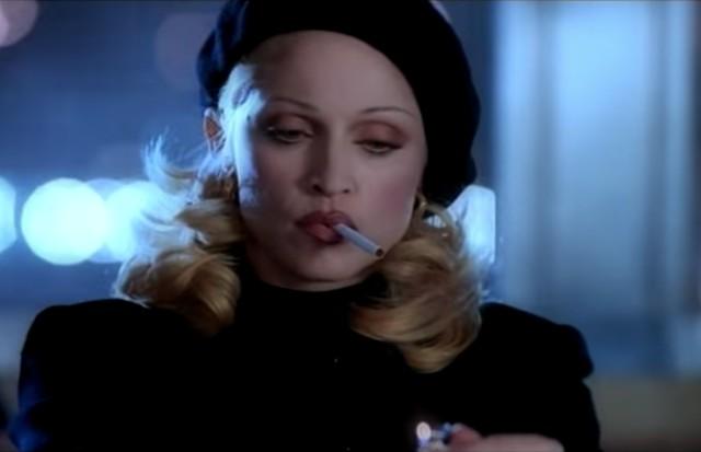 Madonna em Bad Girl (Foto: Reprodução)