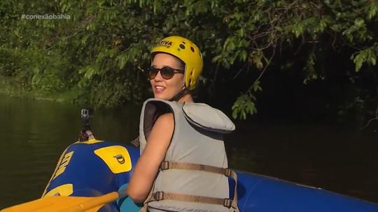 Renata faz passeio de bote pelo Rio das Almas, na região de Taperoá