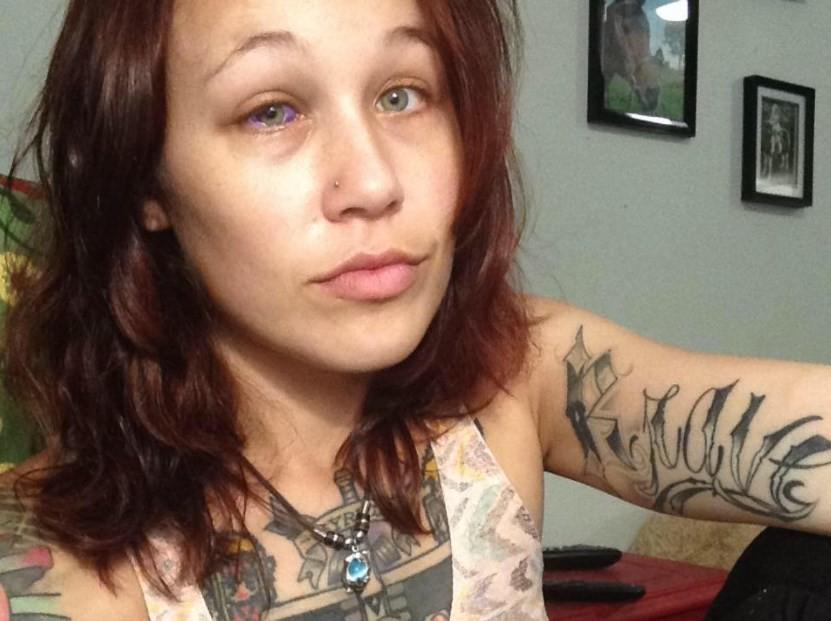 Catt Gallinger: pesadelo após tatuar o olho direito