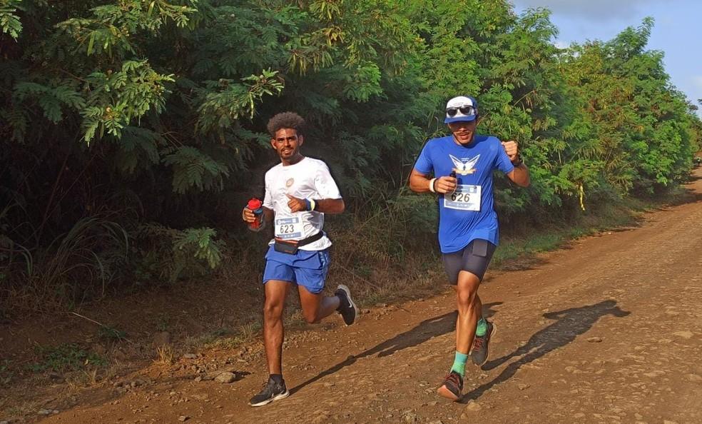 Atletas correram pelas trilhas — Foto: Karol Vieira/Divulgação