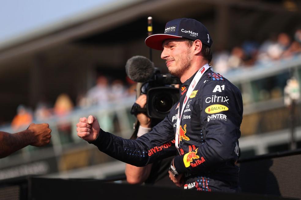Max Verstappen com medalha de segundo lugar na corrida classificatória do GP da Itália — Foto:  Lars Baron/Getty Images