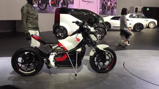 No futurista Salão de Tóquio, motos rodam sozinhas, mas não vão substituir o piloto