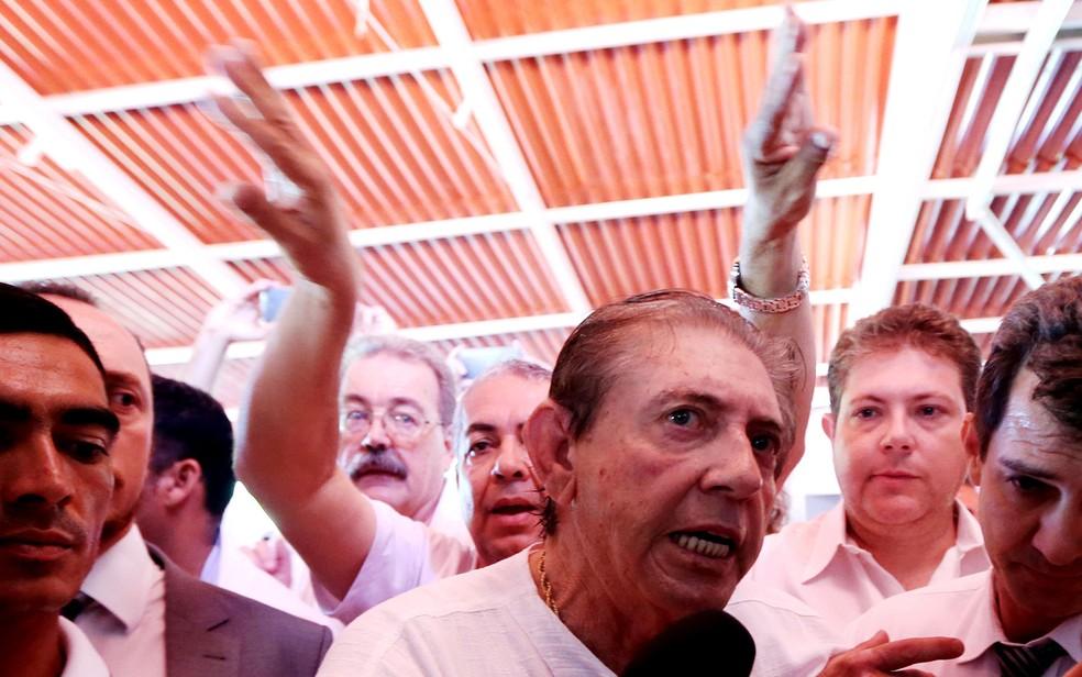 O médium João de Deus retornou hoje à casa em que presta atendimento em Abadiânia, Goiás — Foto: Ernesto Rodrigues/Estadão Conteúdo