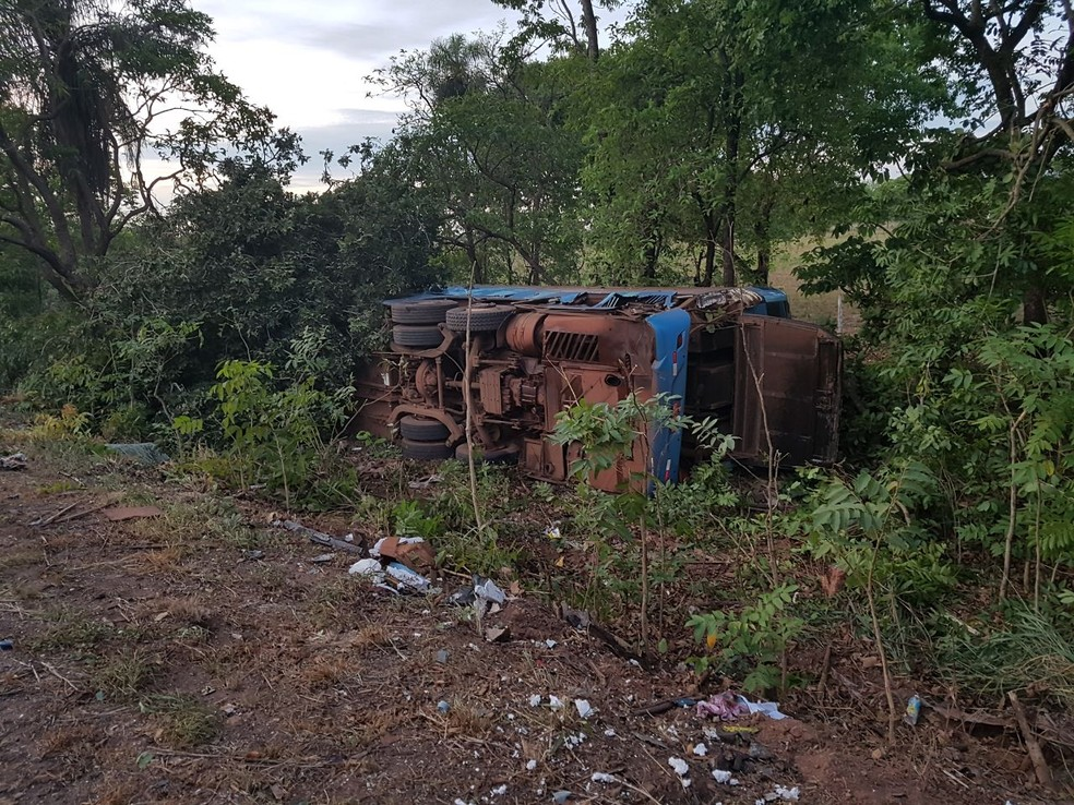 O motorista do ônibus, Eliseu Leite de Campos, de 50 anos, teve ferimentos leves (Foto: Corpo de Bombeiros de MT/Assessoria)