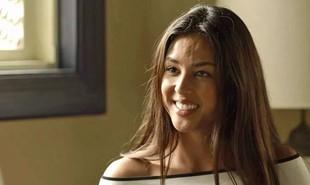 Na segunda-feira (11), Laura (Yanna Lavigne) reaparecerá no casarão e deixará Valentina (Lília Cabral) em pânico. | TV Globo