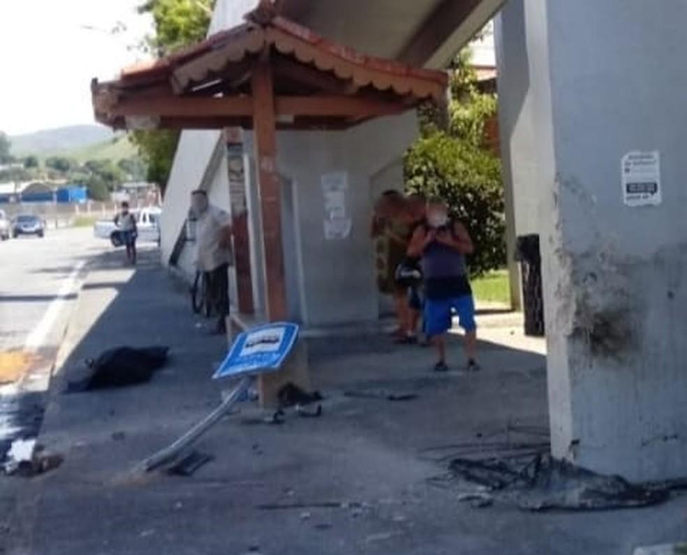 Idoso, que estava em ponto de ônibus, morre atropelado por caminhonete em Itatiaia — Foto: Divulgação/Redes Sociais