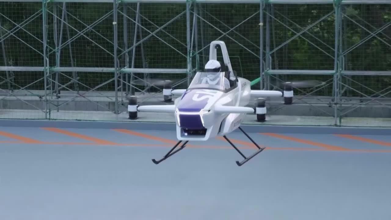 Carro voador faz sobrevoo de 4 minutos no Japão