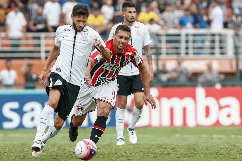 Juninho Capixaba não teve boa passagem pelo Corinthians (Foto: Marcelo Zambrana / Estadão Conteúdo)