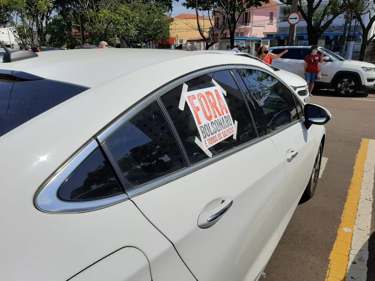 Manifestantes fazem carreata contra Bolsonaro e a favor da vacina em Piracicaba; veja fotos