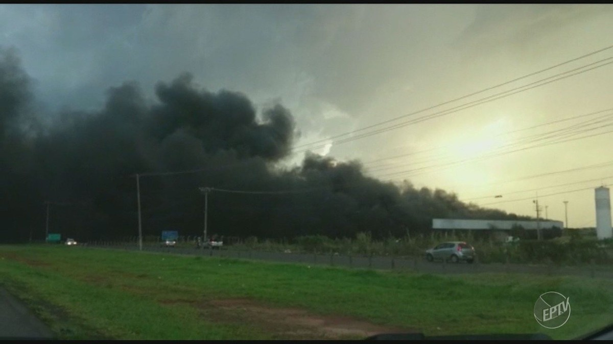 Incêndio atinge empresas de peças e pneus em Paulínia; vídeo