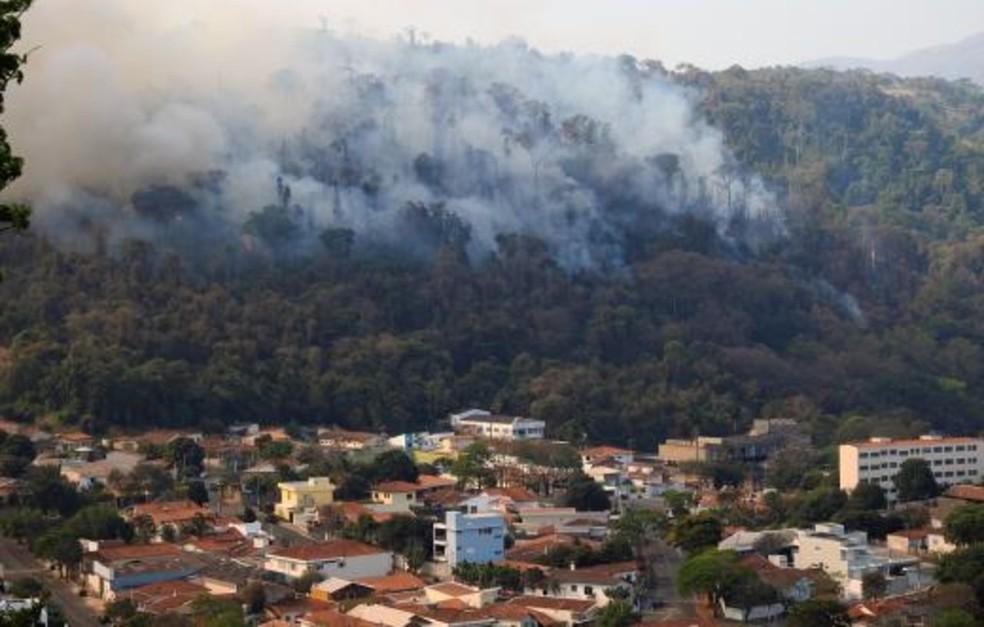 Incêndio na Serra da Paulista, em Águas da Prata — Foto: Prefeitura de Águas da Prata