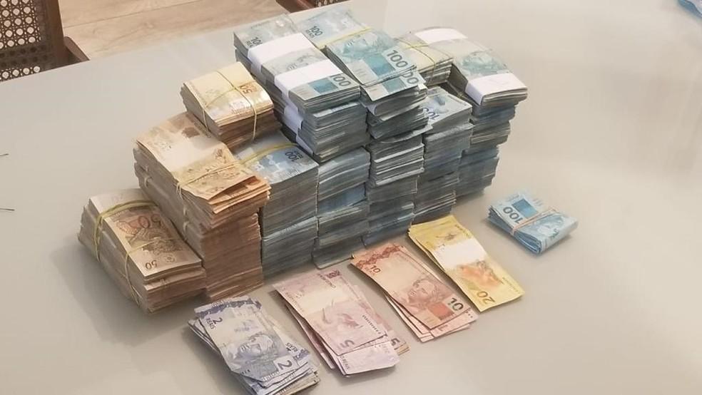 Dinheiro apreendido durante a operação Raio X — Foto: Divulgação/Polícia Civil