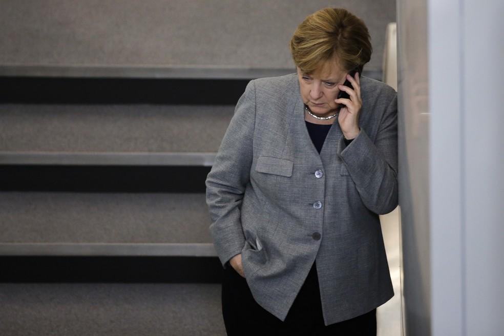 -  A chanceler alemã, Angela Merkel, é vista durante intervalo da primeira reunião do parlamento alemão após as eleições, em Berlim, na Alemanha  Foto: