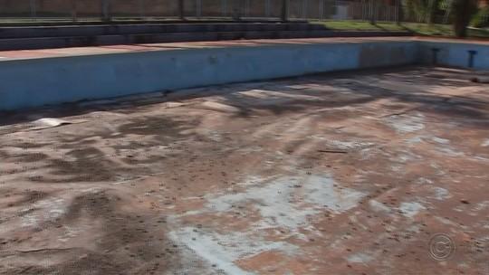 Fechada há mais de cinco anos, piscina pública de Macatuba deve ser reaberta