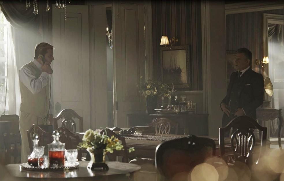 Teodoro perde a paciência diante da situação (Foto: TV Globo)