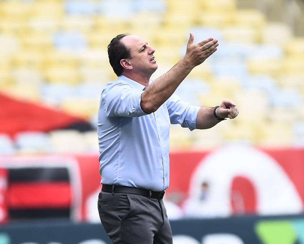 Gostaria de botar minha foto na história, diz Ceni antes de semana decisiva no Flamengo