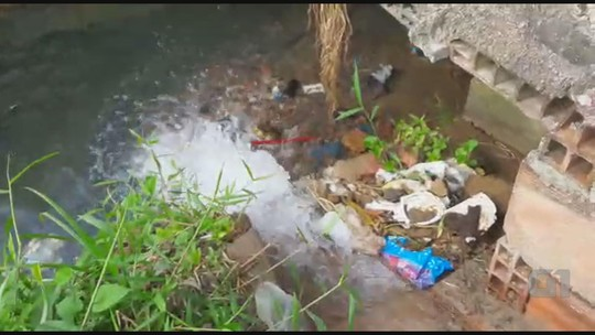 Vídeos mostram desperdício de água no Grande Recife