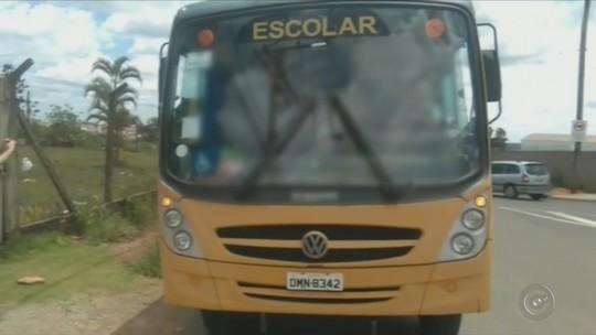 Crianças são flagradas em ônibus escolar superlotado em Itapeva