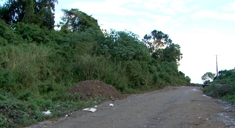 Taxista foi encontrado morto em área deserta de Itabuna, no sul da Bahia (Foto: Reprodução/TV Santa Cruz)