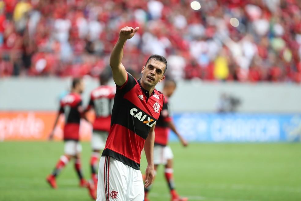 Ataque passou em branco, e coube ao zagueiro Rhodolfo garantir a vitória em Brasília (Foto: Gilvan de Souza/GloboEsporte.com)