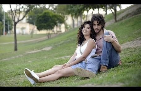José Alfredo e a cunhada, Eliane (Vanessa Giácomo), se apaixonam e decidem fugir juntos Reprodução